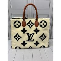 Сумка Louis Vuitton с мехом белая